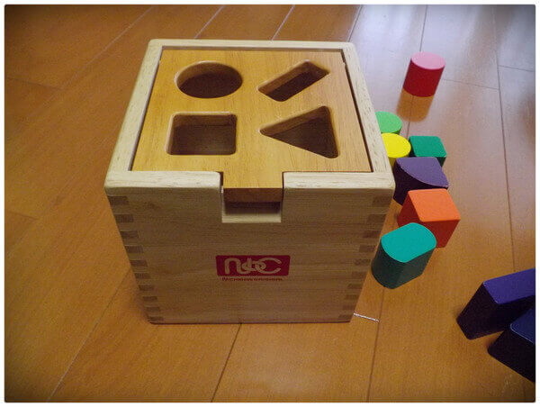 型はめパズルはおもしろい!1歳前から長く遊べる知育玩具。